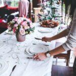 dekorowanie stołu w jadalni