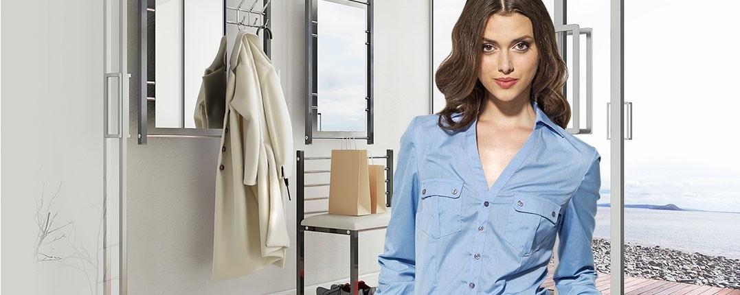 Elegancka kobieta niebieska koszula